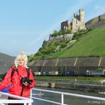 Rheinfahrt. Burg Ehrenfels.